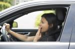 ¿Por qué no debes conducir después de comer mucho?