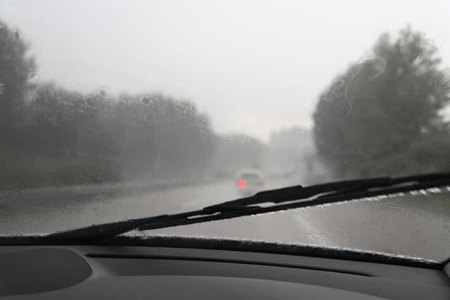 iStock_000007579248_Medium----lluvia-carretera