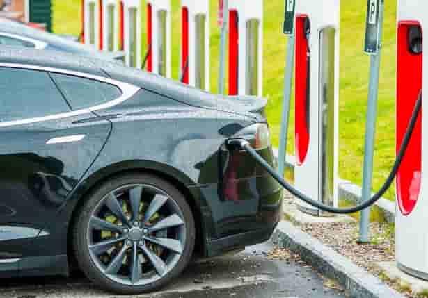 ¿En qué ciudades de España es más conveniente comprar un coche eléctrico?