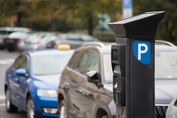 Zonas verde y azul: Las ciudades más baratas y más caras para aparcar en España