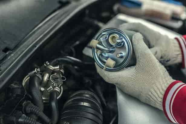 Cinco signos que revelan que el filtro de combustible de tu coche está sucio