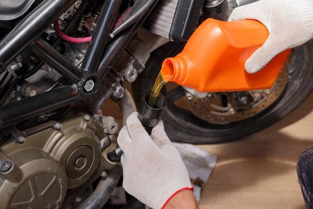 Cambio del aceite de la moto