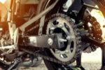 ¿Cómo saber cuándo ha llegado la hora de cambiar la cadena de la moto?